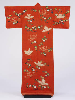 S'Kimono for Women', 1800-50. Museum no. FE.101-1982. © Victoria and Albert Museum, London
