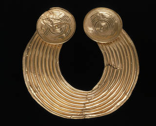 Collar known as The Shannongrove Gorget, maker unknown, late Bronze Age (probably 800-700 BC), Ireland. Museum no. M.35-1948. © Victoria and Albert Museum, London