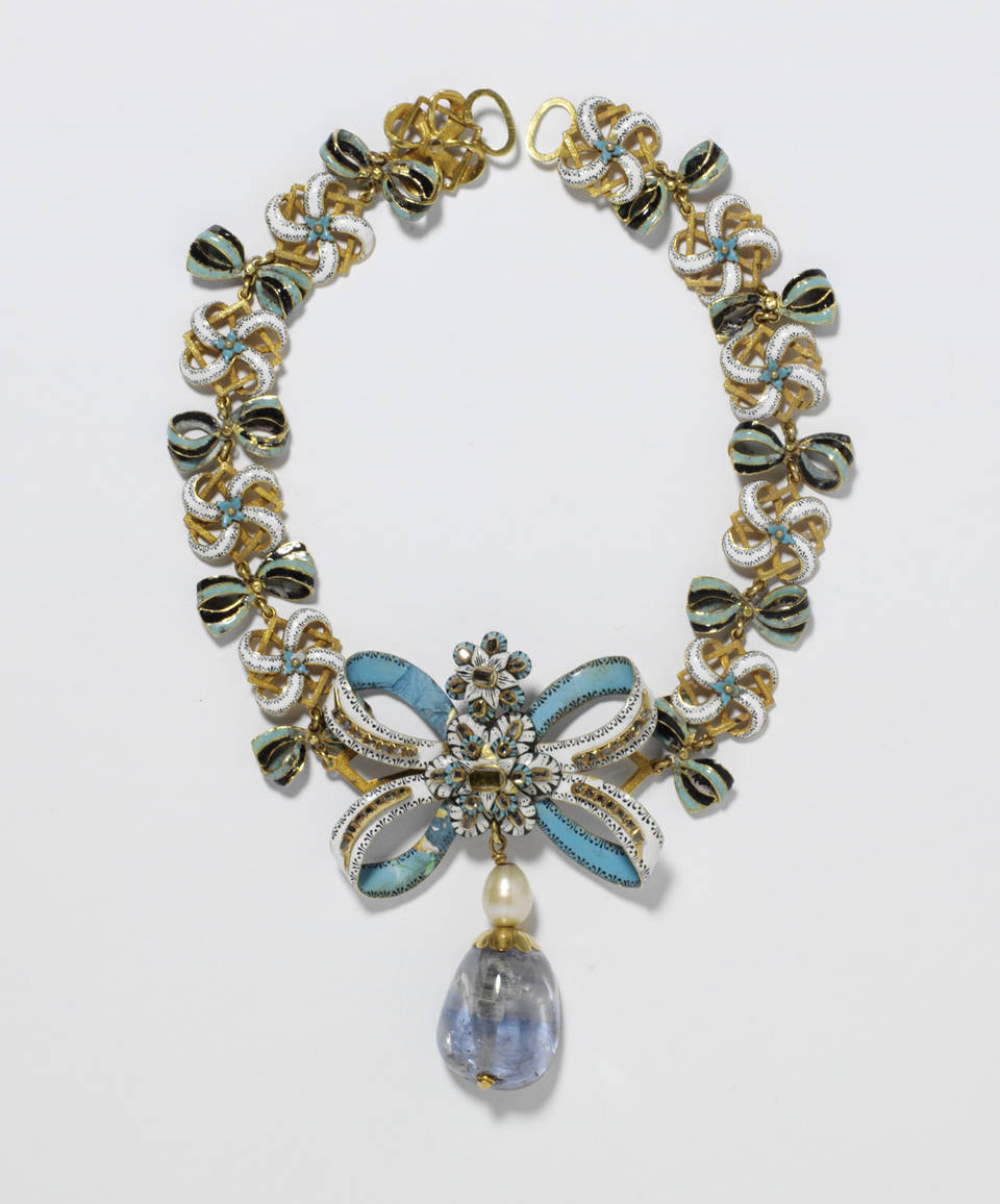 Front necklace