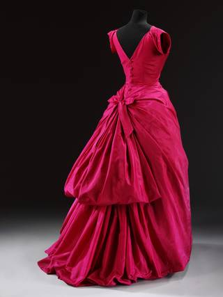 Evening dress by Cristóbal Balenciaga, about 1955, Paris, France. Museum no. T.427-1967. © Victoria and Albert Museum, London